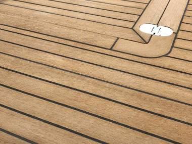 Instalación de teca sintética deck King segunda generación  Eq. coperta
