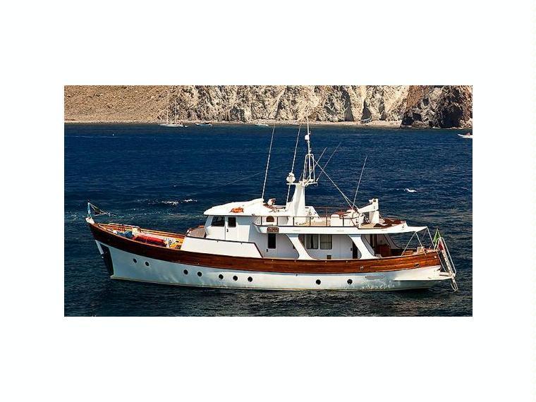 Noleggiare navetta da diporto si i barche a motore 57665 for Barche al largo con cabine