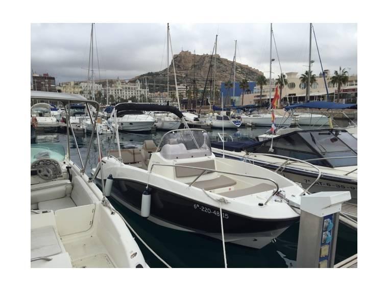 Noleggiare quicksilver open 640 i barche a motore 48486 for Barche al largo con cabine