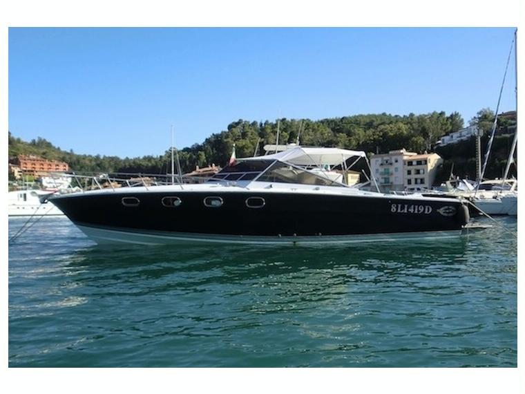 Noleggiare magnum marine 38 i barche a motore 54495 inautia for Barche al largo con cabine