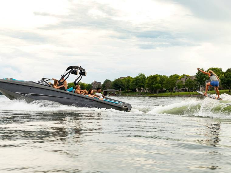 Bayliner Heyday WT-Surf Lancia