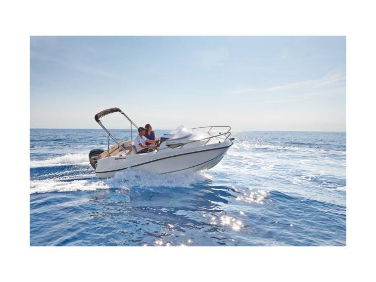 Quicksilver Activ 455 Cabin Imbarcazione cabinata