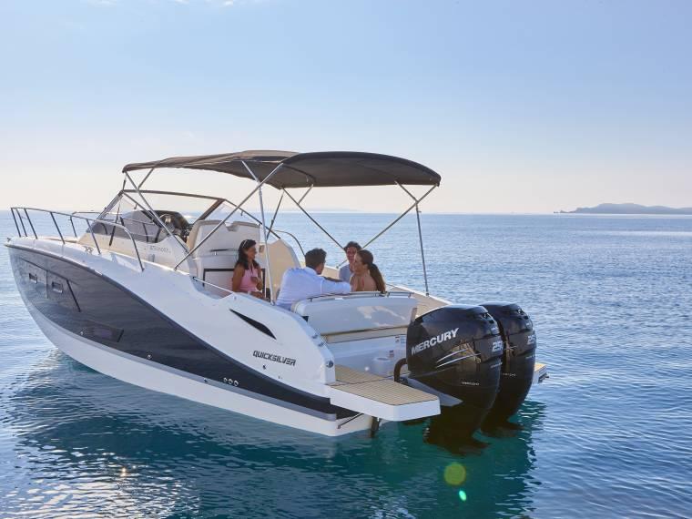 Quicksilver Activ 875 Sundeck Imbarcazione cabinata