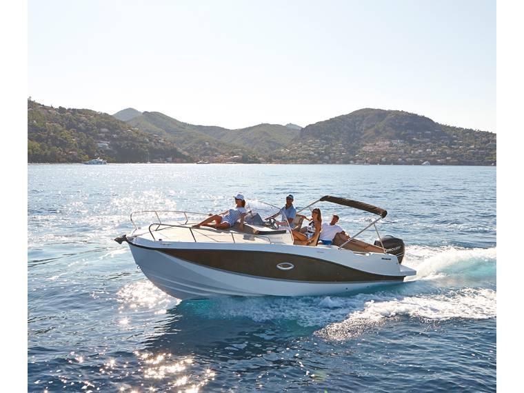 Quicksilver Activ 755 Sundeck Imbarcazione cabinata
