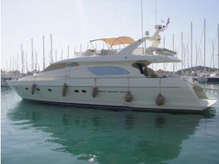 Ferretti Yachts 72