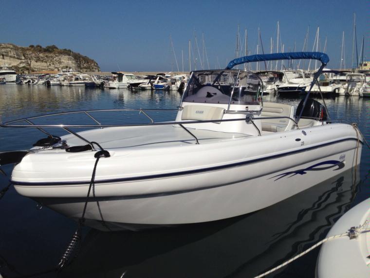 Ranieri cantieri nautici shadow 23 in pto vibo valentia for Barche al largo con cabine