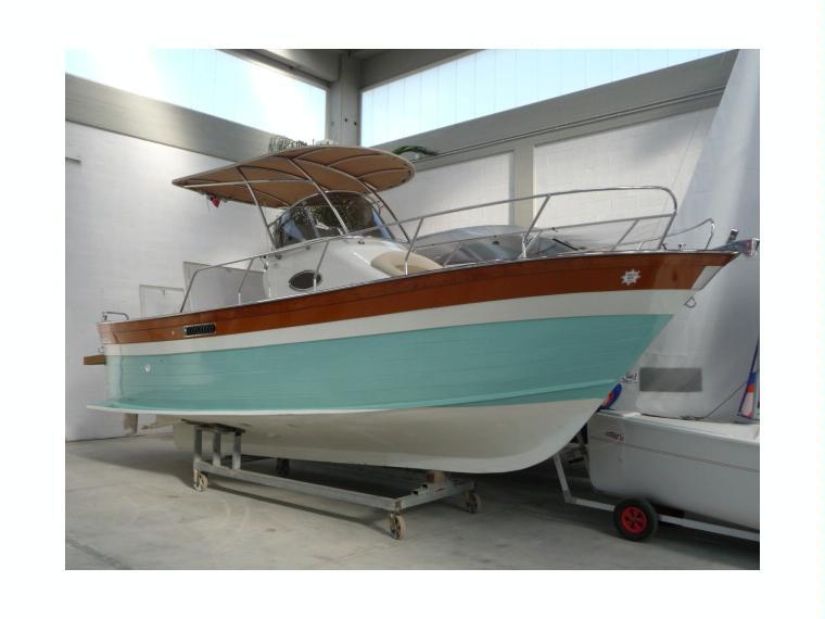 Plastimare gozzo amelia 800 wa in puglia barche da pesca for Barca a vapore per barche da pesca