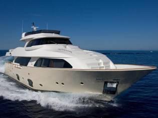 Ferretti Yachts Custom Line Navetta 26
