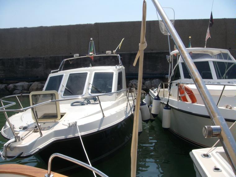 Giglio 21 spinella in pto san felice circeo barche a for Cabine di giglio selvatico