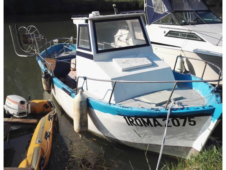 Barca da pesca professionale con licenza in lazio barche for Barche al largo con cabine