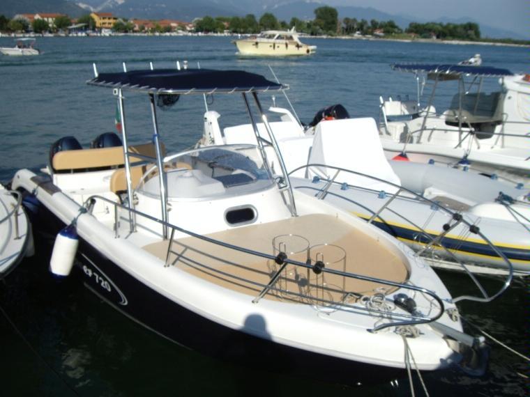 Saver 720 wa in liguria barche a motore usate 52496 for Barche al largo con cabine