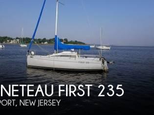 Beneteau First 235