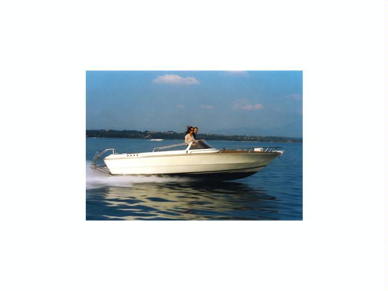 Ilver junior 22 in fraglia vela di malcesine barche a for Doccetta barca