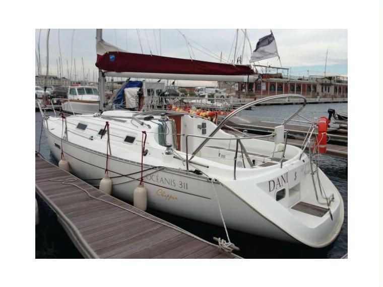 Oceanis 311 clipper in veneto barche a vela da crociera for Barche al largo con cabine