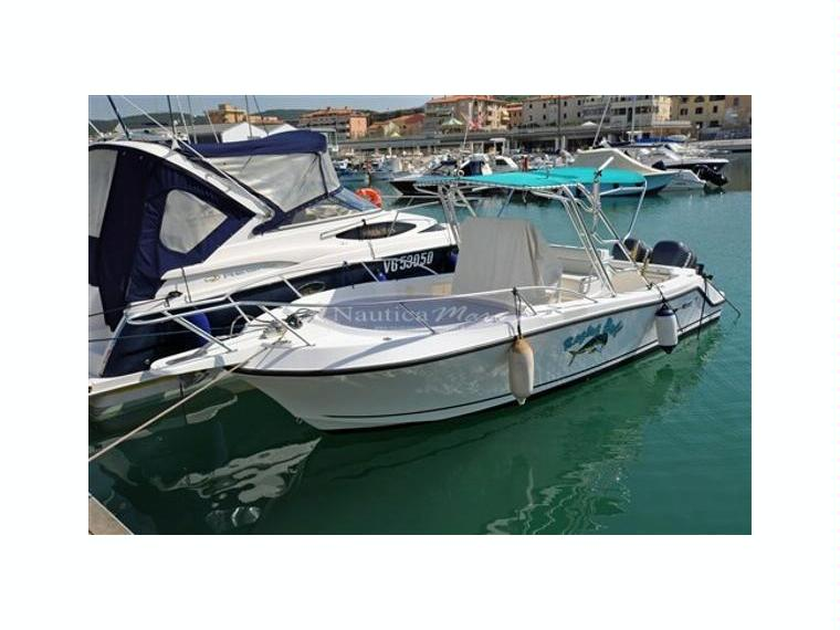 Mako marine mako 252 in italia barche a motore usate for Cabine marine di grandi orsi