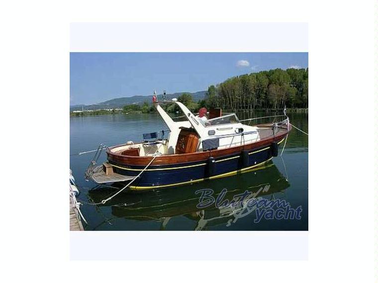 Durazzo 750 semicabinato in liguria barche a motore for Barche al largo con cabine