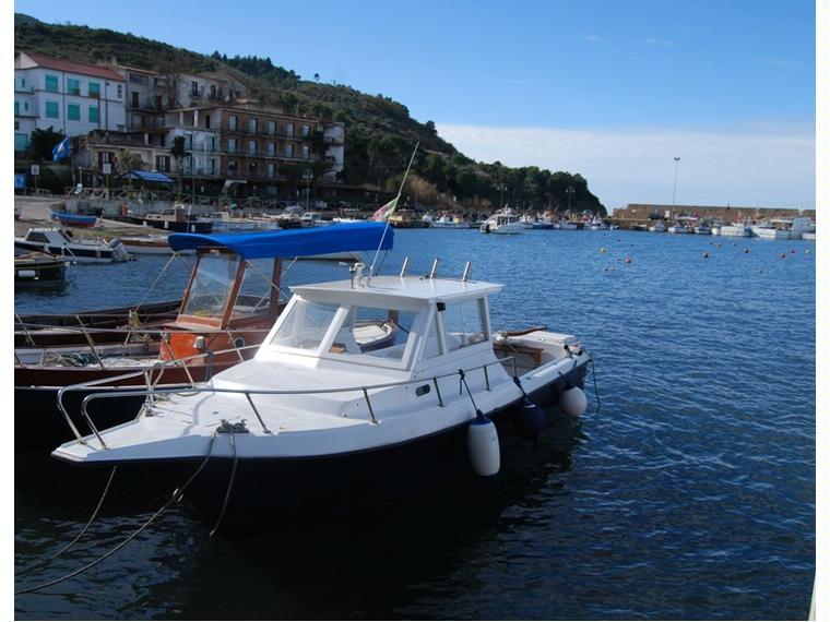 Pilotina marlin altura in campania barche a motore usate for Barche al largo con cabine
