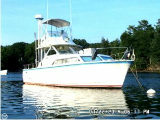 Hatteras 31 Flybridge Cruiser