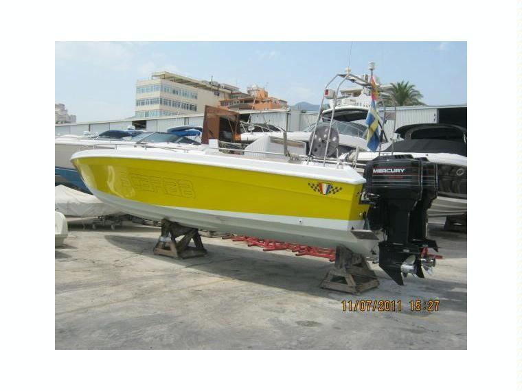 Wellcraft scarab 30 sport in m laga barche da pesca day for Cabine al lago shadd