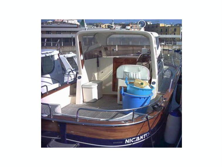 Gozzo jeranto cabinato in campania llauts a motore usate for Laghetto vetroresina usato