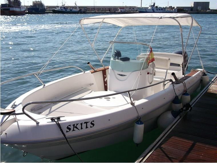 Sessa key largo 19 in marina alicante lance usate 68485 for Barche al largo con cabine