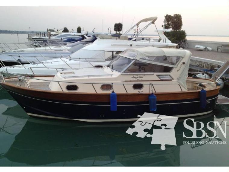 Apreamare 9 cabinato in lombardia barche a motore usate for Cerco divano usato milano