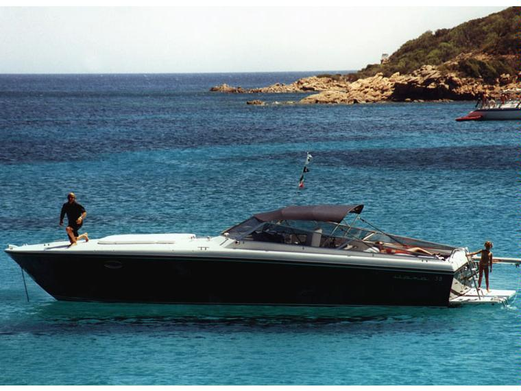 Itama 38 in resto del mondo barche a motore usate 97975 for Barche al largo con cabine