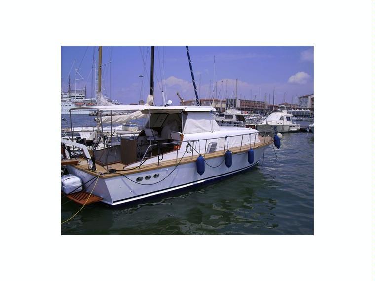 Giglio in toscana barche a motore usate 01564 inautia for Cabine di giglio selvatico
