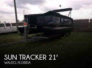 Sun Tracker 21 Party Barge
