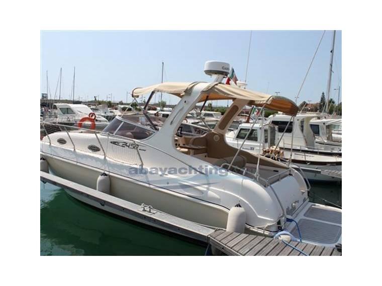 Mano marine cabin in italia barche a motore usate for Cabine marine di grandi orsi