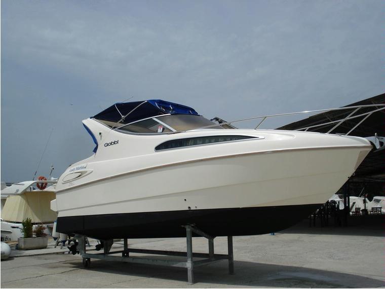Gobbi 245 cabin in resto del mondo barche a motore for Barche al largo con cabine