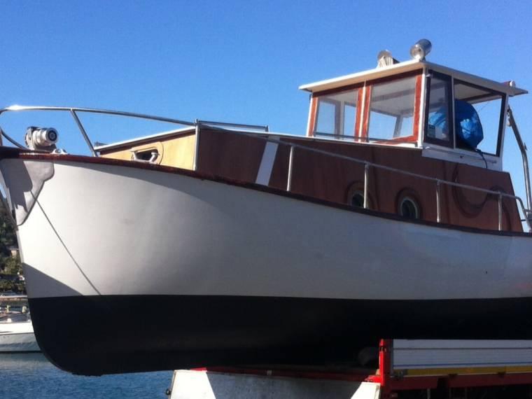 Gozzo cabinato vtr in m procida barche da pesca usate for Barca lancia vetroresina