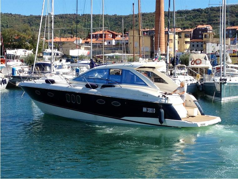 Absolute 40 ht in m aprilia marittima barche a motore for Barche al largo con cabine