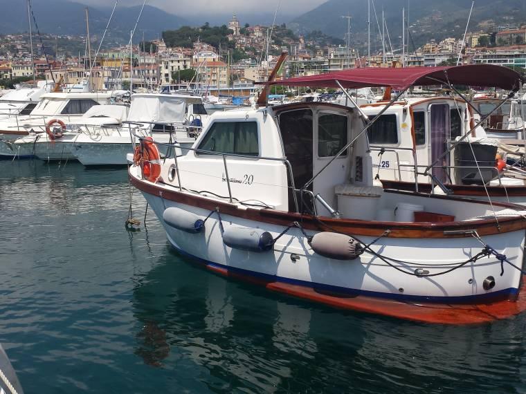 Gozzo sciallino s20 cabinato in pto sanremo barche da for Barca a vapore per barche da pesca