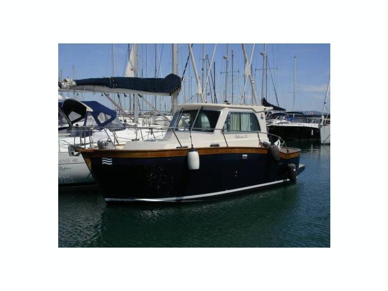 Patrone moreno patrone 25 in liguria barche a motore for Barche al largo con cabine