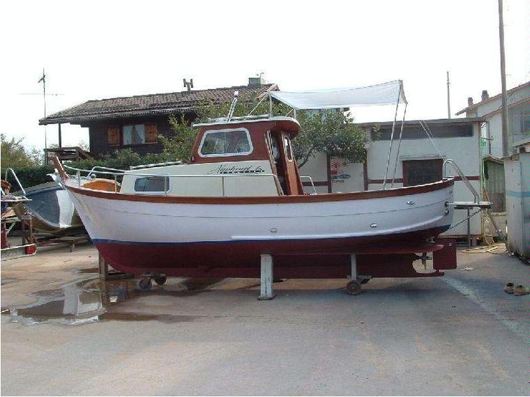 Gozzo 6 30 in toscana barche a motore usate 66696 inautia for Barche al largo con cabine