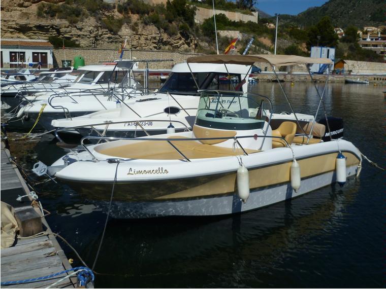Sessa key largo 20 in marina greenwich campomanes for Barche al largo con cabine