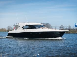 Riviera 4700 Sport Yacht ( 54.9 Feet 16.69 Mtr )