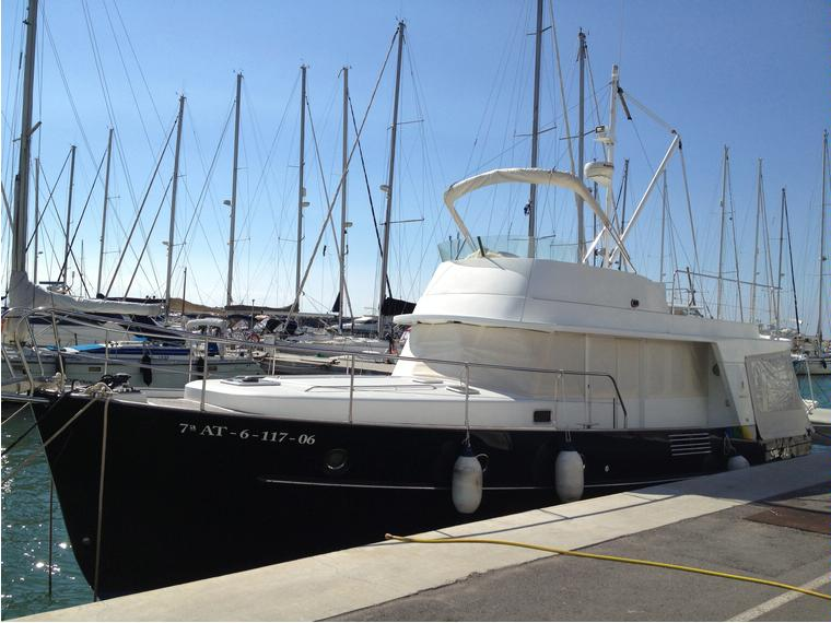 Beneteau swift trawler 42 in port de sitges imbarcazioni for Pura vida sitges