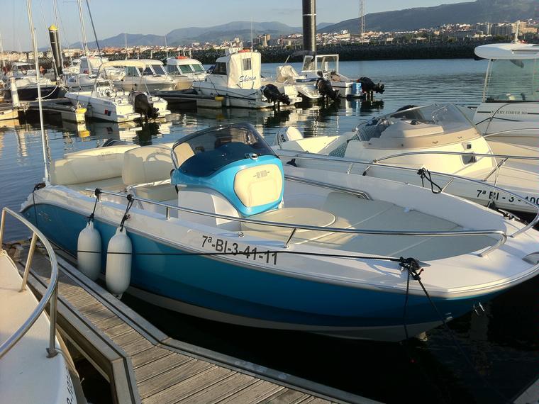 Sessa key largo one in puerto deportivo de el abra getxo for Barche al largo con cabine
