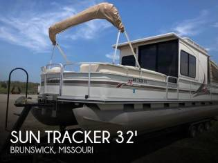 Sun Tracker Party Cruiser 32