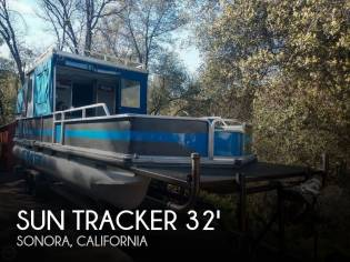 Sun Tracker 32 Party Cruiser