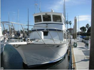 Luhrs 38 Flybridge Sedan