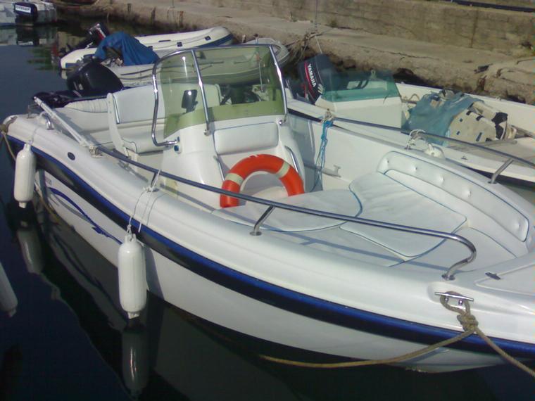 Ranieri soverato 565 limited edition in lazio barche a for Barche al largo con cabine
