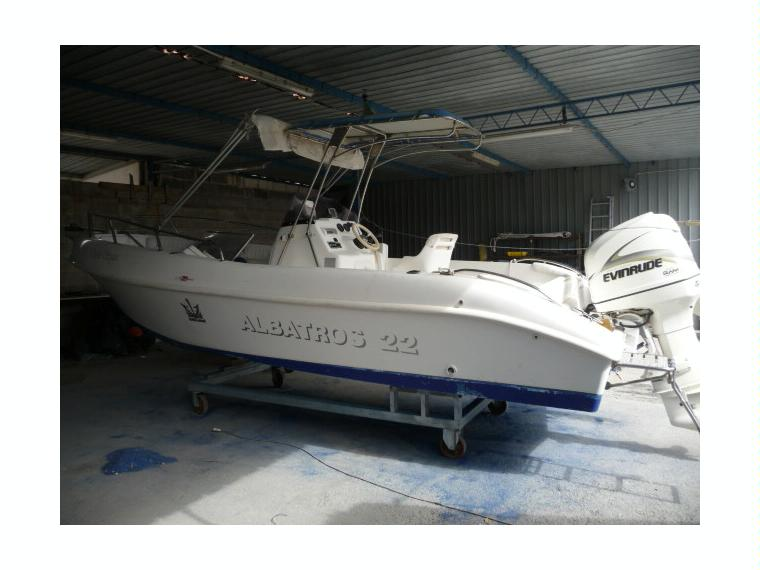 Albatros 22 open space in puglia barche a motore usate for Barche al largo con cabine