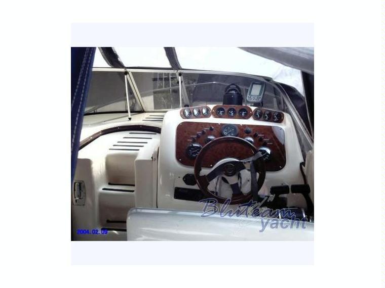 Bozzato solaria 250 in liguria barche a motore usate for Barche al largo con cabine