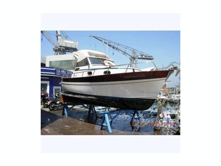 Aprea mare smeraldo 7 cabin in liguria barche a motore for Barche al largo con cabine
