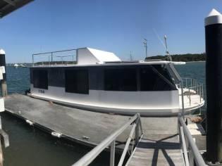Custom Bridgedeck Houseboat