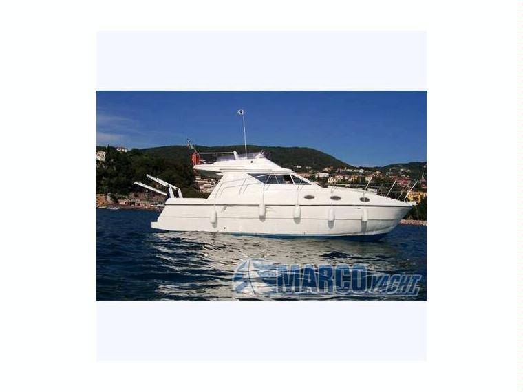 Azimut az 34 fly 7 in liguria barche a motore usate for Barche al largo con cabine