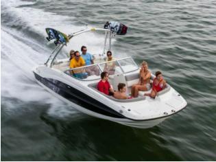 Bayliner 215 Deckboat